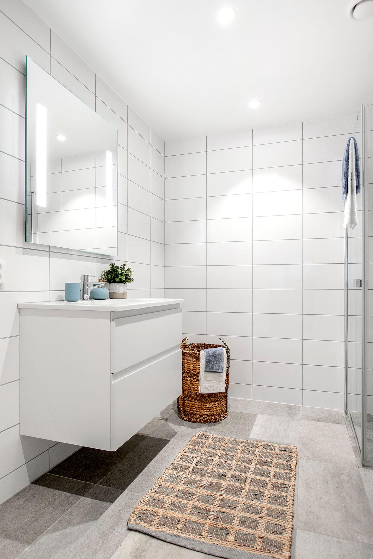 H02-101 05 Bath c