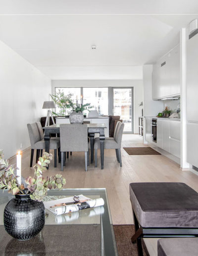 H02-103 04 Livingroom c