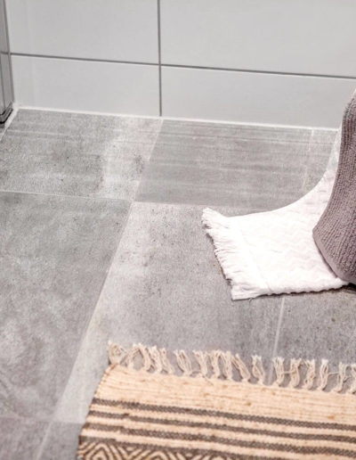 H02-103 07 Bath h