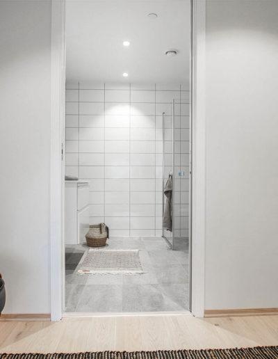 H02-301 05 Bath a