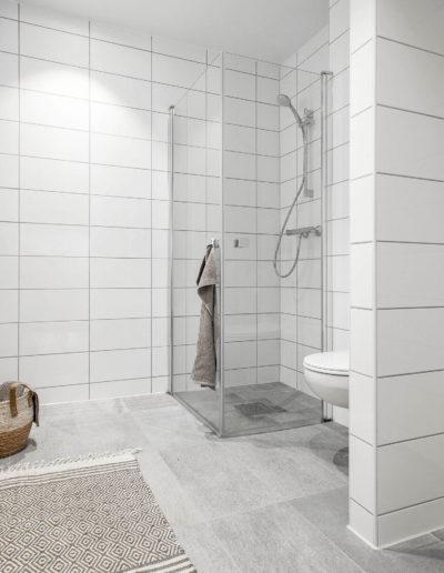 H02-301 05 Bath b