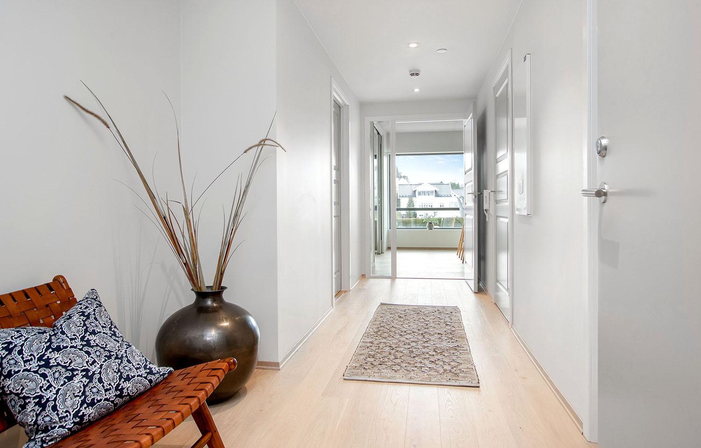 H02-401 03 Hallway b